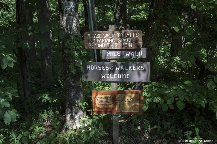 Parking area signpost at Grassy Creek Falls